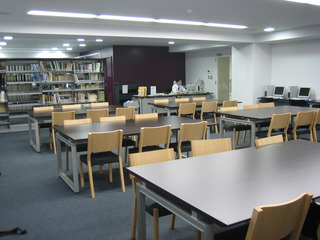 18 H18図書室.jpg
