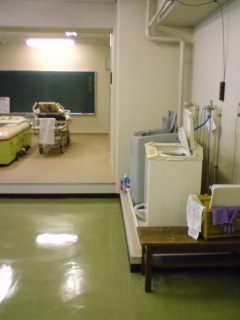 4 H20.2.14地下1F水治療室.JPG
