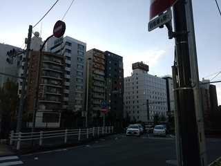 8新富町付近の変なホテル.jpg